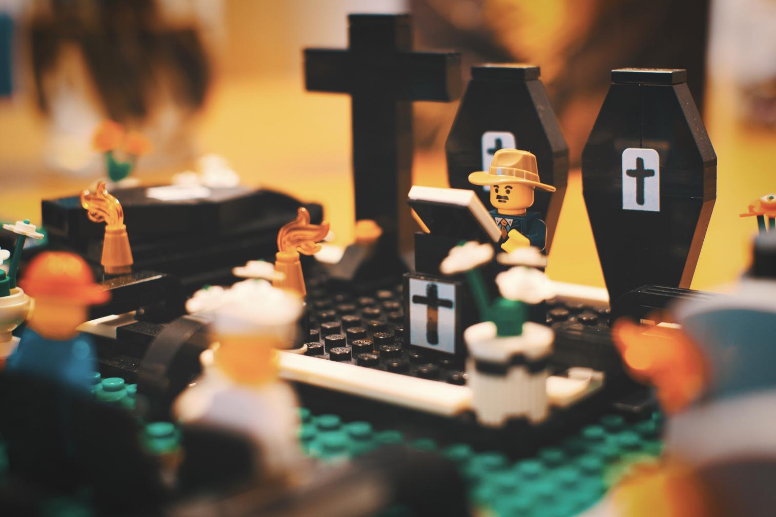 Beerdigung nachgespielt mit LEGO